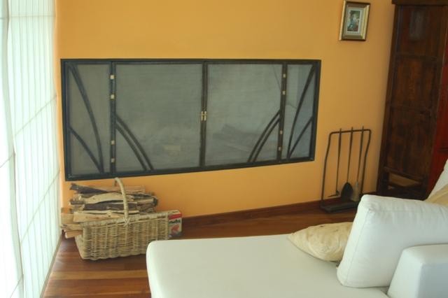 chimenea con pantalla de acero inoxidable