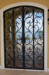 Puerta con vidrio en caletas
